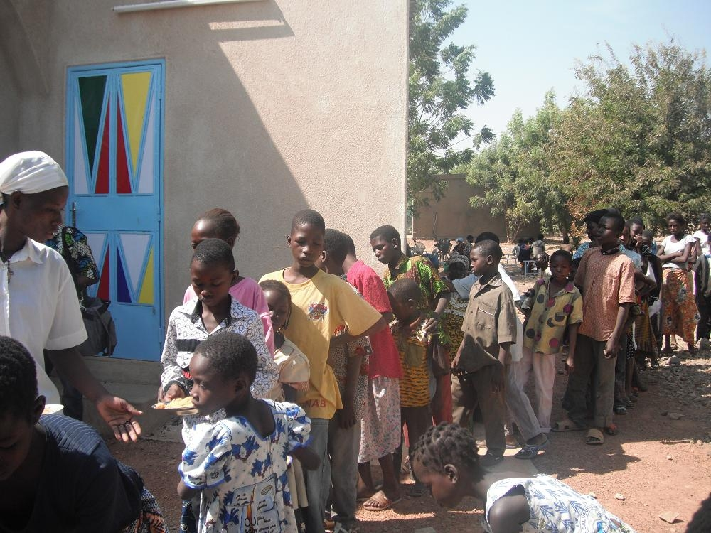 distribution de repas Lekma